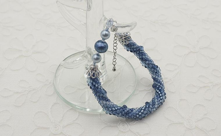谷口  縁 - チューブクロッシェのブレスレット藍