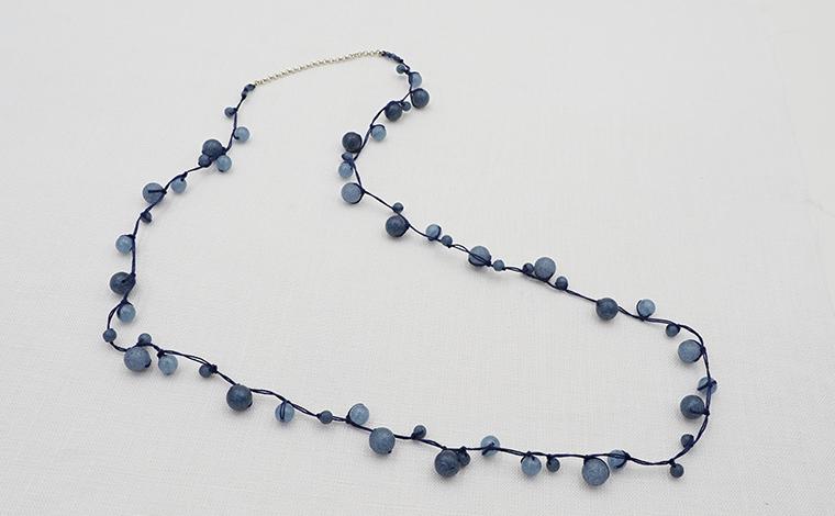 追立 美幸 - 結びのネックレス・藍