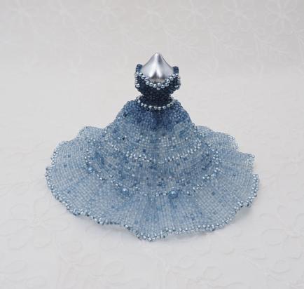 伊藤真里恵 - 藍ビーズミニチュアドレス